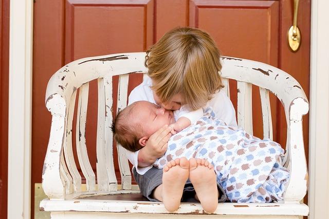 【2歳半差】2人目誕生後の上の子の赤ちゃん返りと対応